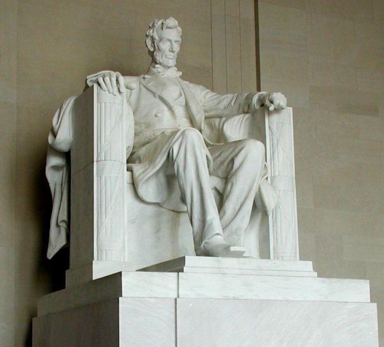 1024px-Lincoln_statue